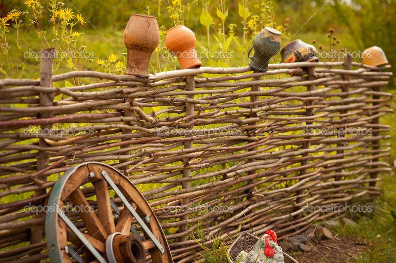 Как сделать плетеный забор прутьев пошаговое